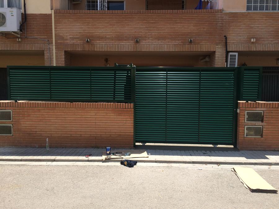 Puertas correderas de hierro stunning puertas de exterior for Puertas correderas hierro exterior